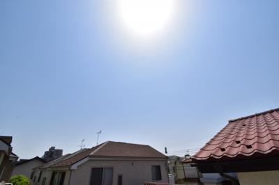 第一種低層住居専用地域ならではの景観、眺望。陽光をいっぱいに感じられますね。