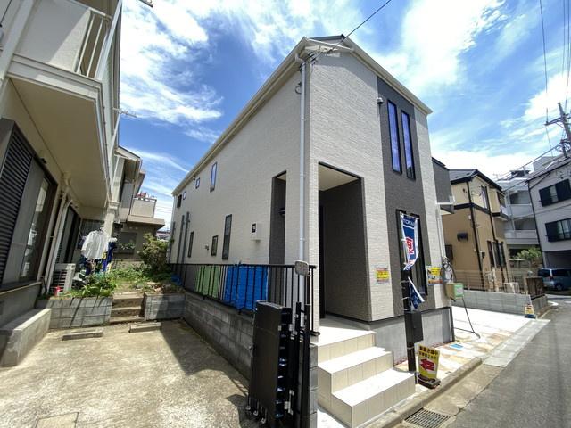 建物は102平方メートル超えでLDK19.3帖、主寝室8帖のゆとりの間取りです。