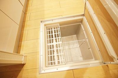 ★キッチン床下収納★