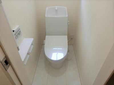 【同社施工写真】 清潔感溢れるトイレ♪落ち着いた空間で安らぎのひとときをお過ごしいただけます♪