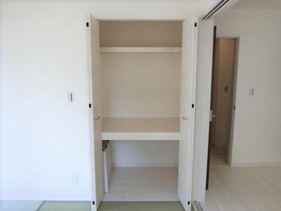 【同社施工写真】 充分な収納スペースを確保。居室内に余計な家具を置く必要がないので、シンプルですっきりとした暮らしが実現しています♪