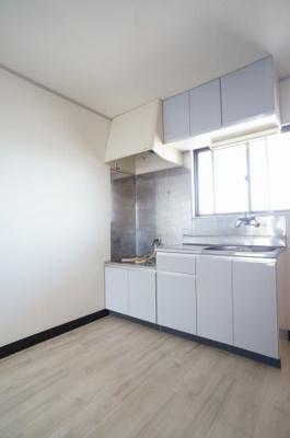 収納たっぷりなキッチンは、2口ガスコンロ設置可能です。
