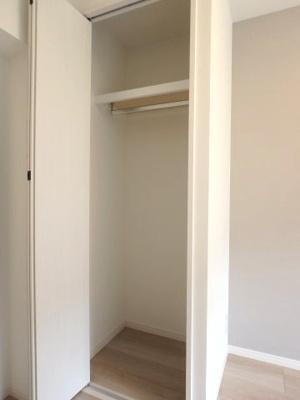 洋室約4.2帖のクローゼット開放