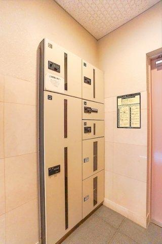 管理人は日勤管理で安心です♪ モニターオートロック付きの充実のセキュリティマンション! 便利な宅配ボックスあり!