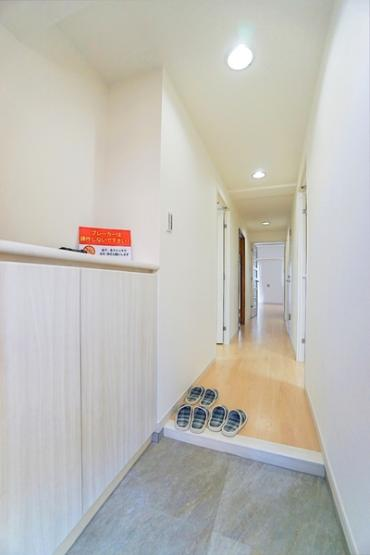 明るい玄関は収納も豊富です! 清潔感ある玄関♪