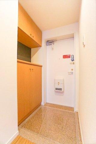 明るい玄関は収納も豊富です! 段差の少ない清潔感ある玄関♪