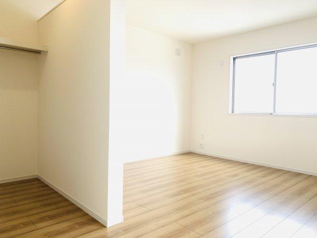 2階8.5帖 南向きの明るいお部屋です。快適に過ごせますよ。