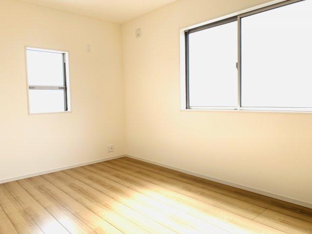 2階6.75帖 南向きで採光・通風のよいお部屋です。