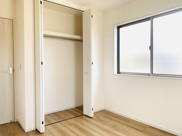 2階5.34帖 使い勝手のよいシンプルなクローゼットです。