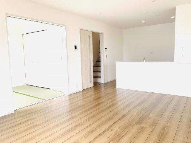 16帖 リビングと続き間になっている和室はご家族の憩いの場になります。