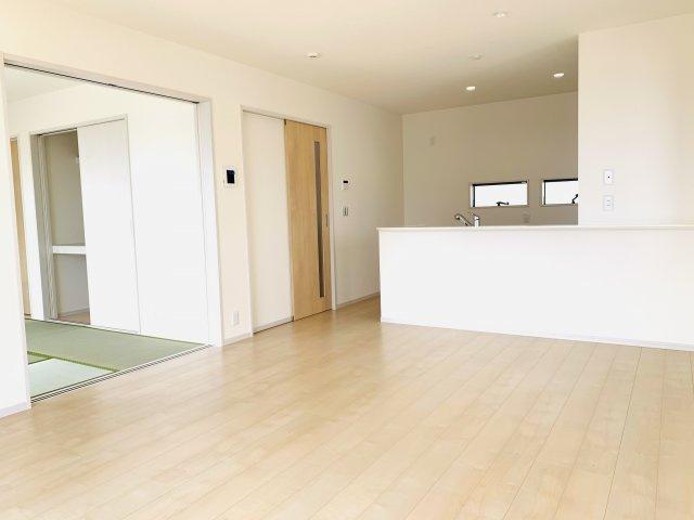 【同仕様施工例】広々玄関です。開放的で気持ちよく来客を迎い入れます。