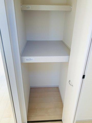 【同仕様施工例】2階8帖 気持ちの良い風が入ってきそうなお部屋です。