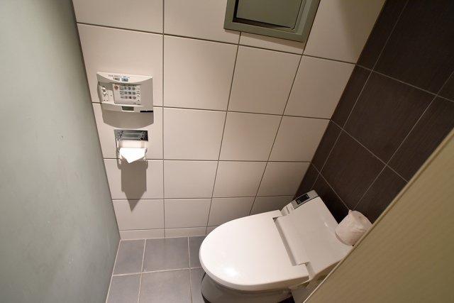2階共用部男子トイレ