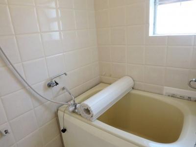 浴室はイタリア製のタイル貼り