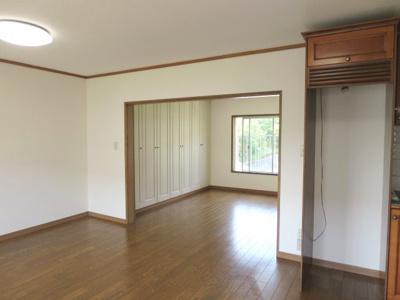 冷蔵庫置き場と洋室
