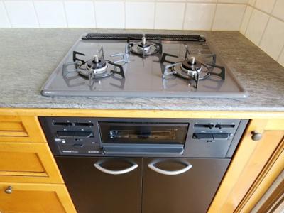 新規交換済みのキッチン3口ガスコンログリル付き