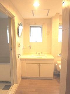 洗面室にホテル仕様なタオル掛け