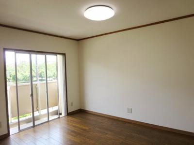 洋室はLDKからのつながりで広々と利用できます