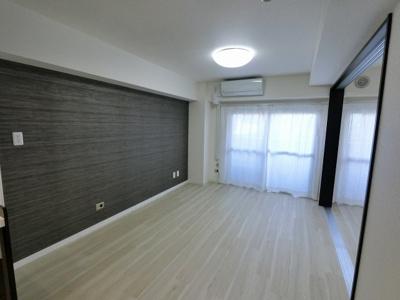 足音等階下の心配の心配のない1階住居で安心して暮らせます。 洋室の引戸を開けて1Rとしても◎