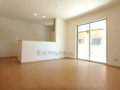 対面式キッチンで空間を広く利用できます