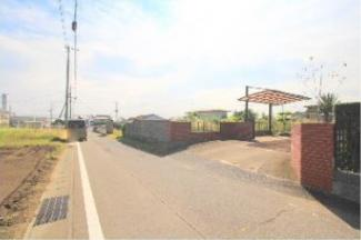 【前面道路含む現地写真】高崎市金古町 売地B区画