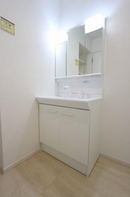 独立洗面台で身支度をすべて済ませてしまいましょう:建物完成しました♪毎週末オープンハウス開催♪八潮新築ナビで検索♪
