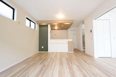 おしゃれなリビングです:建物完成しました♪毎週末オープンハウス開催♪八潮新築ナビで検索♪