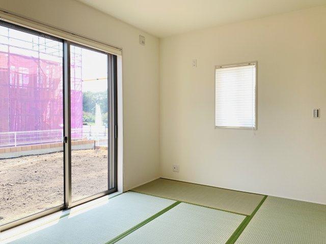 6畳 玄関から直接出入りできる和室は『客間』として利用できます。急な来客にも対応できるのであると便利です。