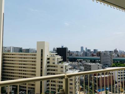 バルコニーからの眺望は良好です。