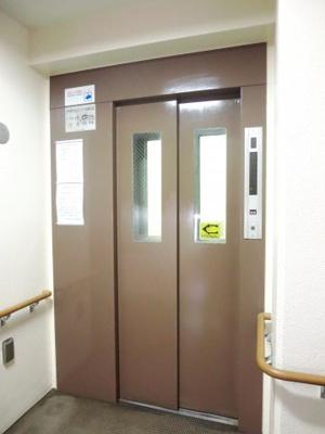 各階停止のエレベーター