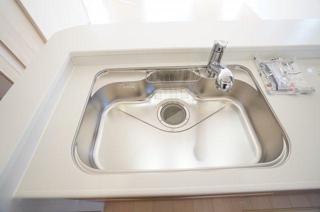 【同仕様施工例】広いシンクなので洗い物もはかどります。