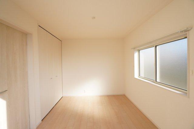 【同仕様施工例】各居室シンプルな洋室で使いやすいです。家具のレイアウトも楽しみです。