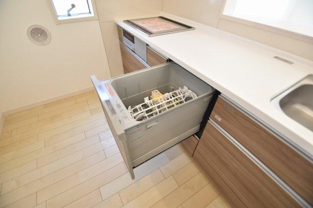 機能充実のシステムキッチンは食洗器も付いて、毎日の炊事をアシストします。