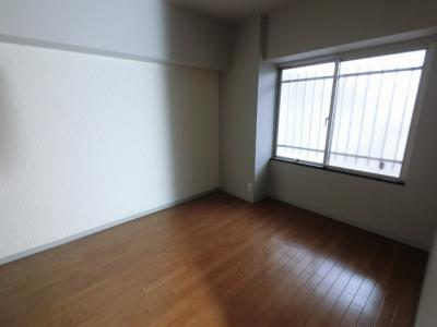 5.4帖の洋室は主寝室にいかがでしょうか。