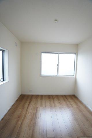 【同仕様施工例】2階5.34帖 採光・通風がよいお部屋なので気持ちよく過ごせます。
