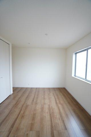 【同仕様施工例】2階6.84帖 バルコニーがあるので明るいお部屋です。