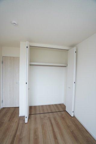 【同仕様施工例】2階5.34帖 収納ケース等を使って上手に収納したいですね。