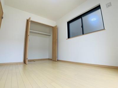 明るく採光が取れた洋室はご家族それぞれのプライベート空間。どんなお部屋にしようか悩んじゃいますね。