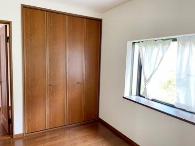 子供部屋にも嬉しい全居室収納スペース