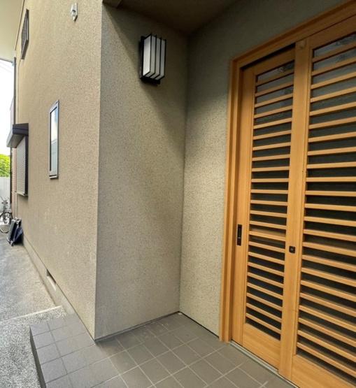 玄関ドアは引き戸タイプです