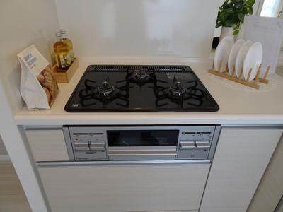 白が基調のキッチンはお料理映えしますね。