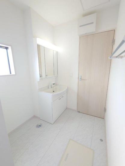 施工例《 洗面脱衣室 》現地見学や詳細は 株式会社レオホーム へお気軽にご連絡下さい。