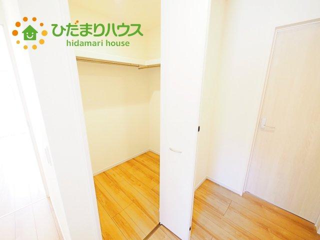 お二階の廊下には共有できるウォークインクローゼットがあります。
