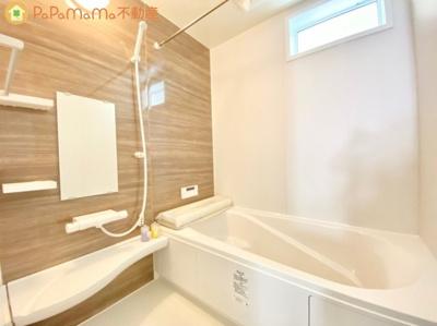 いつでも清潔な状態が保てるように、窓を設置しました! トイレはきれいだと気分も上がりますよね♪