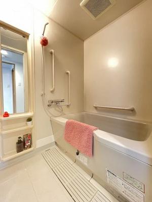 ファミリータイプには必ず欲しい独立洗面台付きで朝の準備もらくらく♪お化粧するときに大活躍ですね!