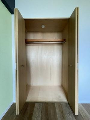 洋室5帖のお部屋にあるクローゼットです♪洋室各部屋にクローゼットがあるのが便利ですね◎