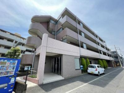 小田急線「向ヶ丘遊園」駅より徒歩11分!鉄筋コンクリートの4階建てマンションです♪スーパーやコンビニが近くて便利な住環境です☆