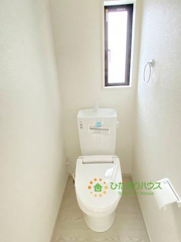 2階にも温水洗浄便座のトイレを完備しております。