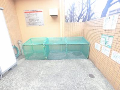 ごみ置き場です。 敷地内にあるのでゴミ出しが楽ちんです。
