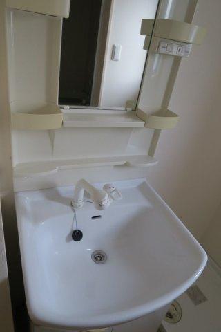 広く使いやすい独立洗面台です
